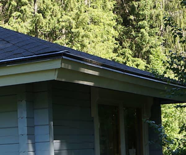 leikkimökin katon huolto, korjaus ja remontointi